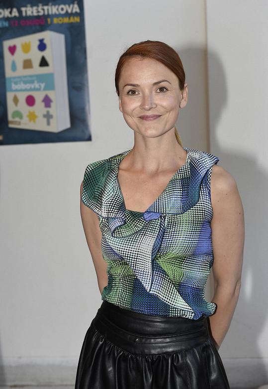 Radka Třeštíková vyjádřila svůj nesouhlas s názory, že koronavirus přináší jistá pozitiva, což tvrdí například Ewa Farna nebo Tamara Klusová.
