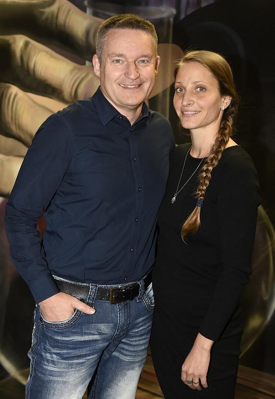 Vladimír Hron si vyrazil s manželkou Michaelou.