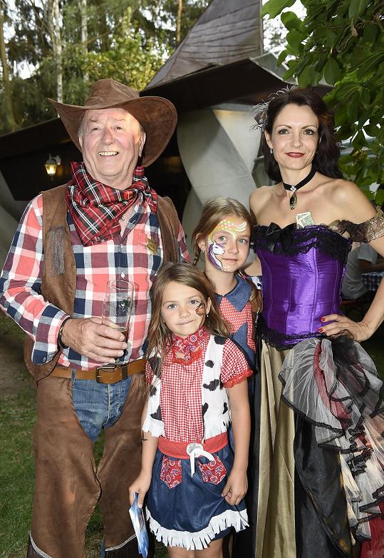 S manželkou Alicí a nejmladšími dcerami