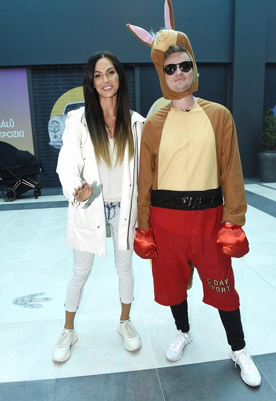 Eliška s Kazmou v outletu v Ruzyni