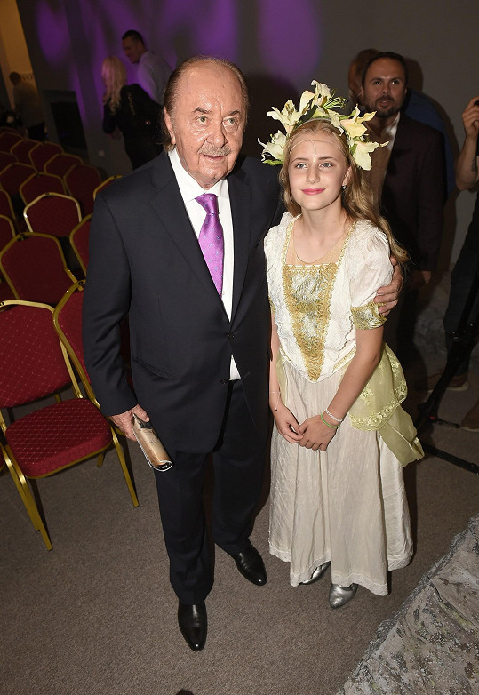 Její otec František Janeček na premiéře nemohl chybět.