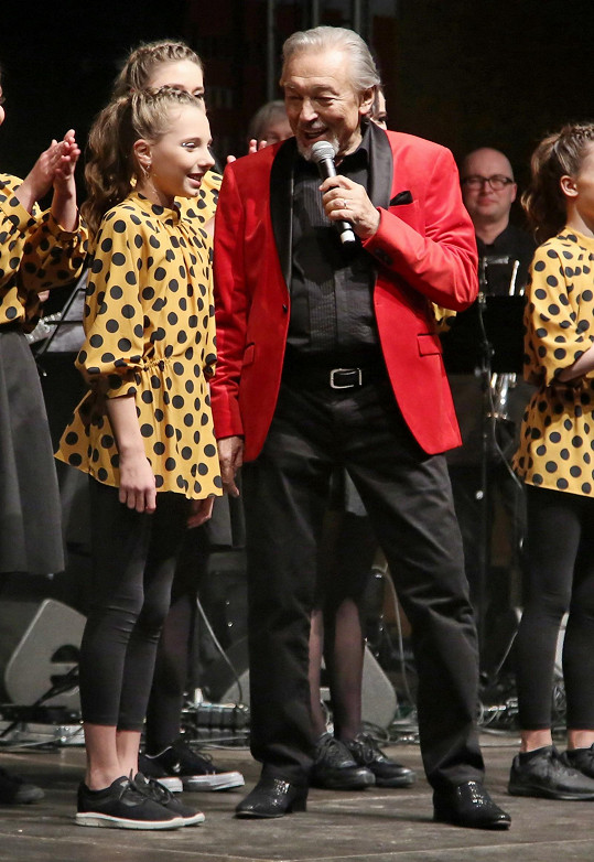 Karel Gott s dcerou Nelly na únorovém koncertě v Příbrami