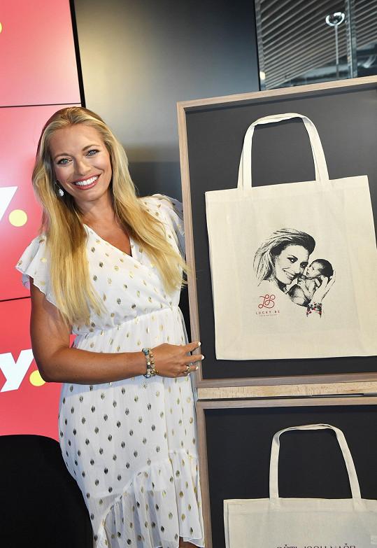 Povídali jsme si s ní, když představovala eko tašky, jejichž design je inspirovaný moderátorčinou charitou.