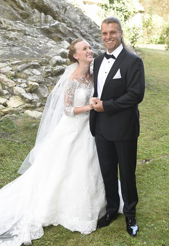 Michal Bragagnolo a jeho manželka Denise na svatbě na Karlštejně