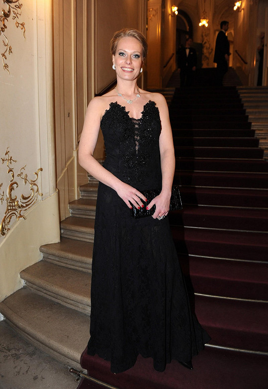 Diamanty doplňovaly šaty české návrhářky Terezy Sabáčkové.
