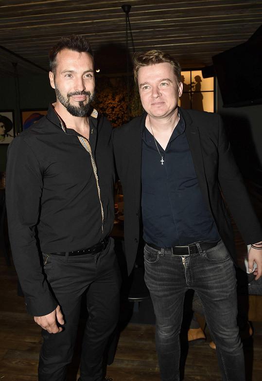 Na párty se setkal s režisérem a scénáristou Petrem Kolečkem.