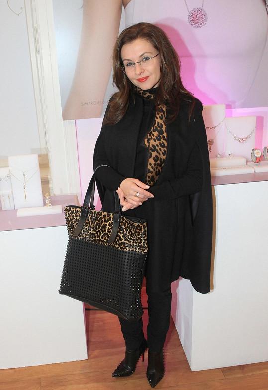 Dana Morávková se na párty vystrojila do kombinace černé a tygrované.