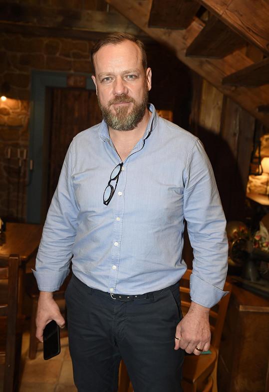 V seriálu hraje i Filip Blažek.