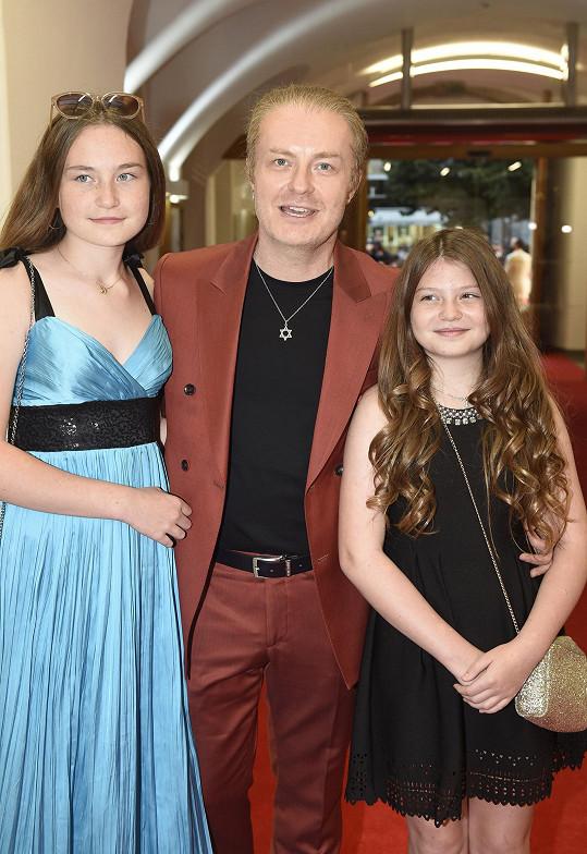 Také houslista Pavel Šporcl s dcerami Violetou a Sophií