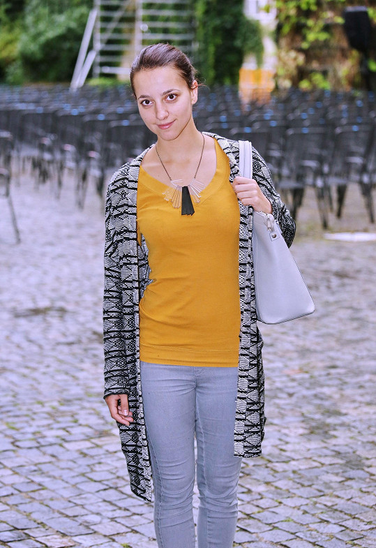 Herečka Petra Horváthová vypadá bez make-upu hodně nenápadně.