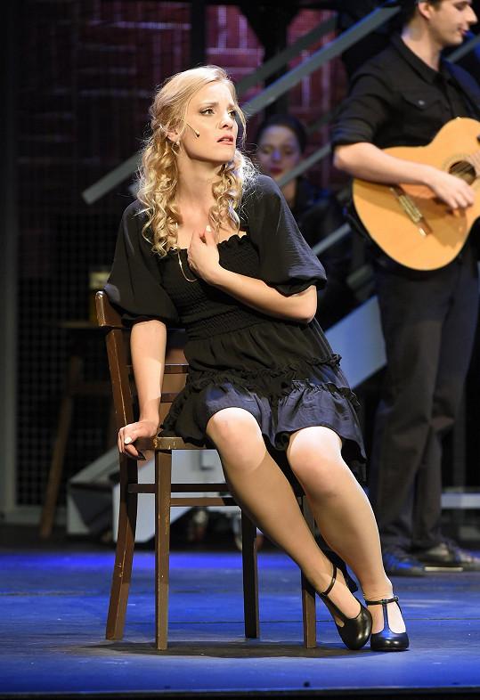 Nikola Ďuricová hraje v muzikálu Láska nebeská.