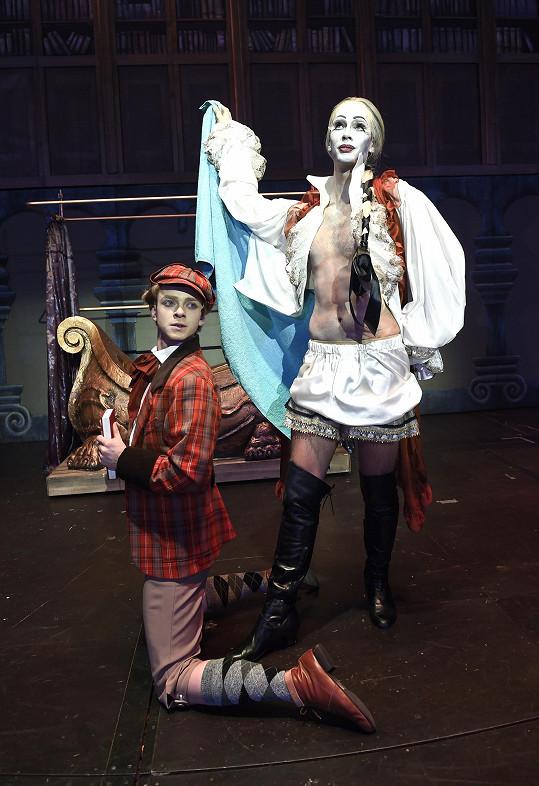 Laco jako upír gay v muzikálu Ples upírů