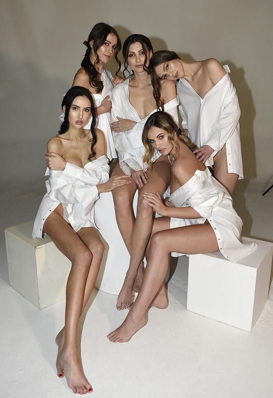 Při focení s kolegyněmi z aktuálního ročníku Miss Czech Republic