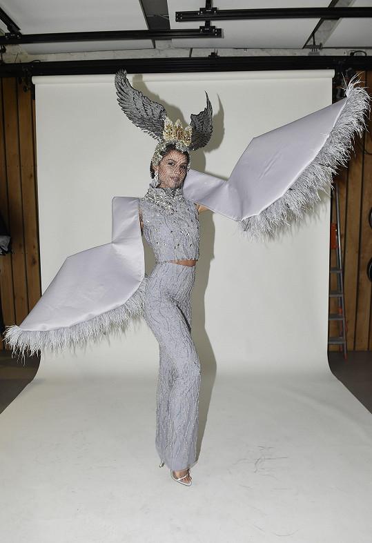 Angelina Kostyshynová nám ukázala národní kostým na Miss Supranational.