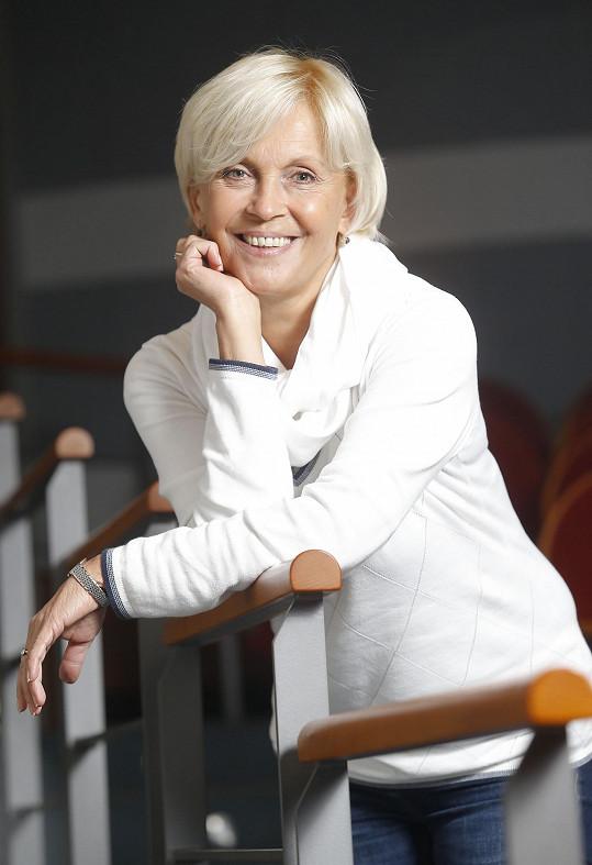 S maminkou Miluší Šplechtovou hraje v divadle a ve filmu Pánský klub. Před lety i v nových osudech populární Nemocnice na kraji města.