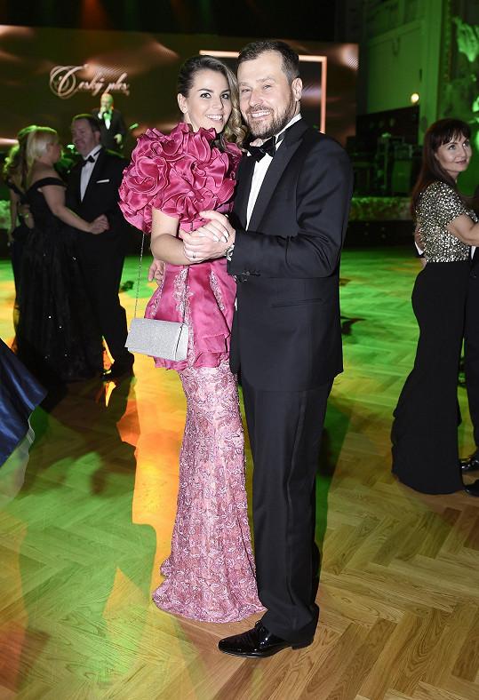 Ivetin manžel Jaroslav mezitím tančil s její kamarádkou.