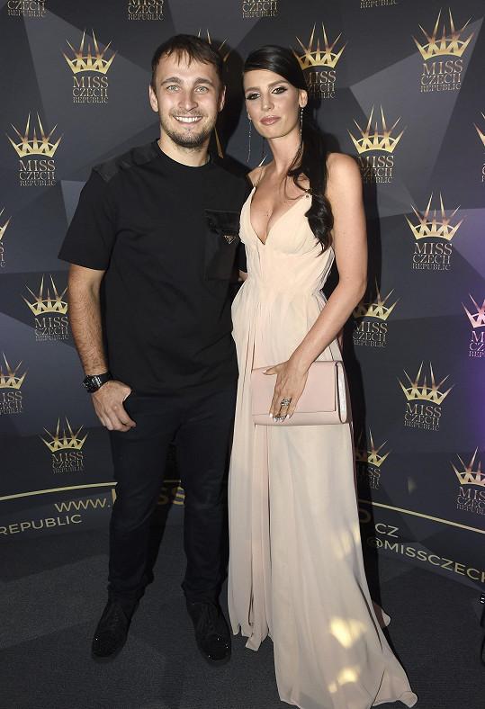 Karel Abraham s Hanou Vagnerovou na finálovém večeru Miss Czech Republic