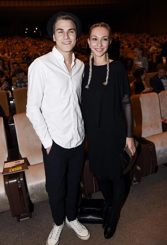 David s přítelkyní Nikolou, která je optička.