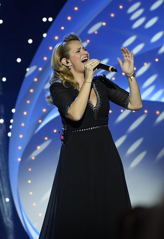 Monika Absolonová nedávno zpívala na vánočním koncertě.