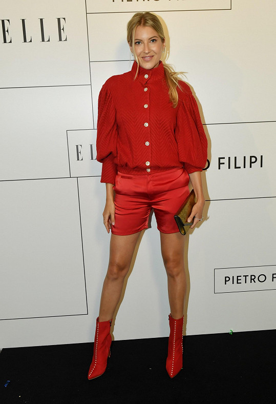 I na Elle párty zvolila model od Kalfaře.