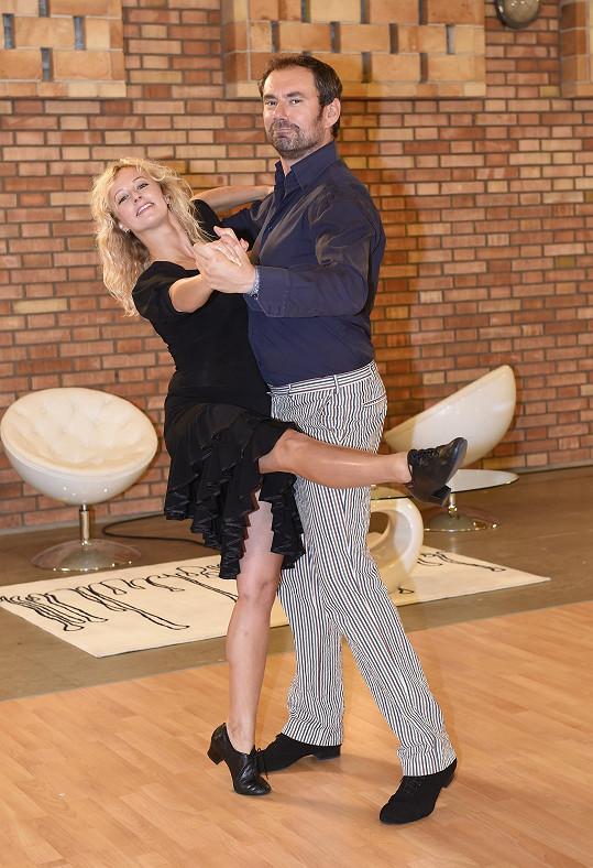 V tanci se trénink od tréninku zlepšuje.
