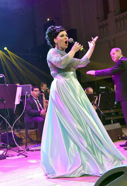 Andrea na Česko-slovenském plese vystupovala.