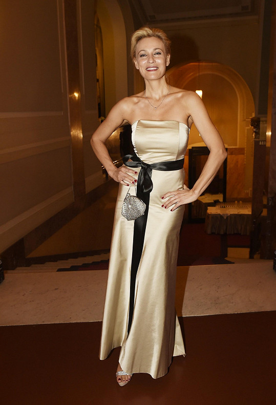 Bývalá modelka a ředitelka nadace Martina Šmuková si vybrala šaty u Timour et Group.