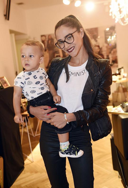 Burešová vzala syna na prezentaci nové kolekce švédského řetězce.