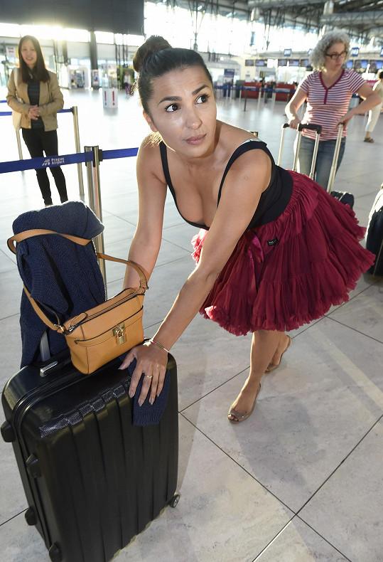 Anife Vyskočilová byla na letišti nepřehlédnutelná.