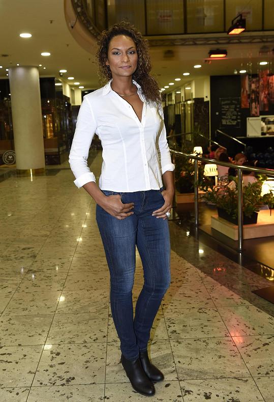 Lejla je vyhledávanou moderátorkou, hlavně v angličtině.