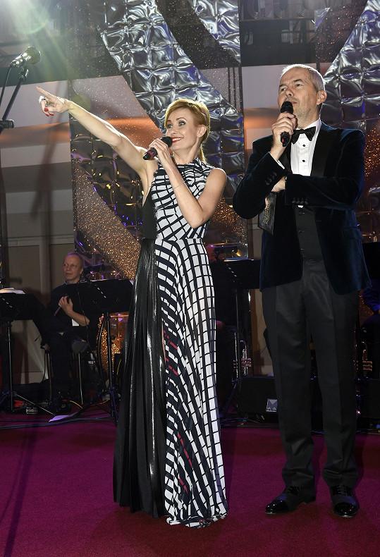 Večer moderoval Marek Eben. Hvězdou byla například účastnice letošní řady StarDance Jitka Schneiderová.