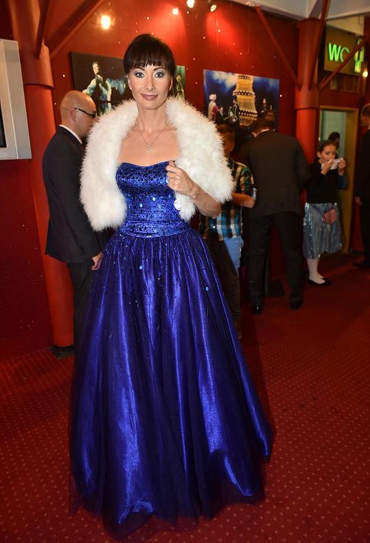 Podobnou měla na premiéře Fantoma opery Daniela Šinkorová.