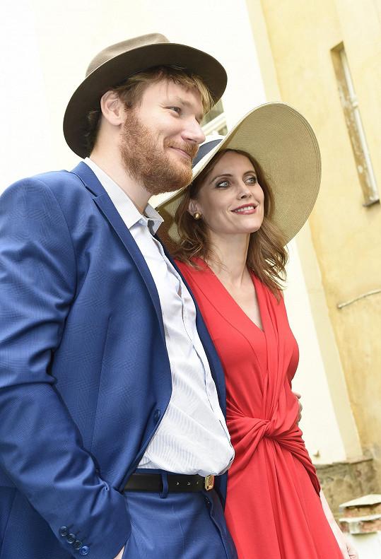 Režie klipu se ujal Tomáš Krejčí, scénář napsal Ledecký a za kameru se postaví talentovaná Nina Ščamborová.