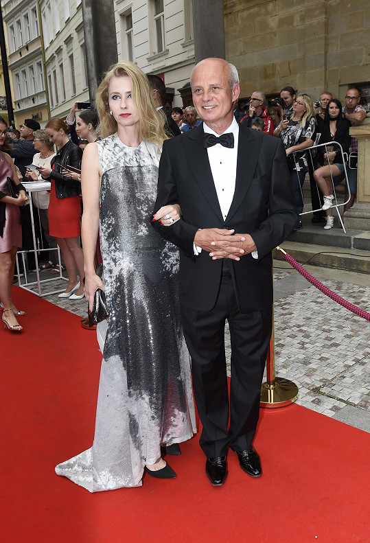 Michaela Horáčková s manželem na párty