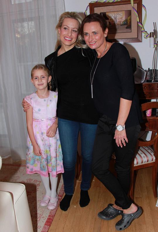 Popřát přišla i Tereza Mátlová s dcerou Emily.