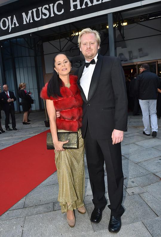 S manželem Jaroslavem Pleslem mají doma ještě syna Adama.