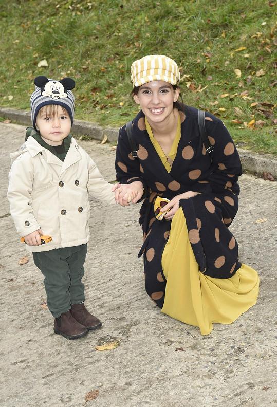 Michaela Tomešová s mladším synkem Jonášem