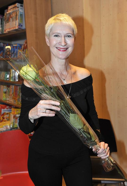 Sylva Lauerová na křtu své nové komiksové knihy Tichošlap