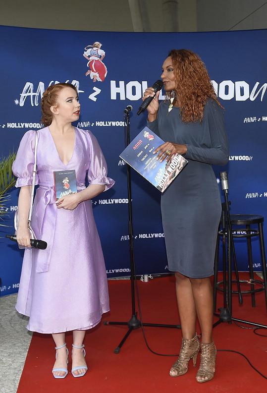 Uvedla křest a dražbu knihy Aleny Dolákové Anna z Hollywoodu.