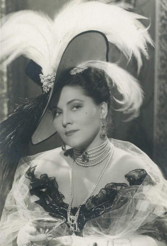 Marie Glázrová ve filmu Noční motýl (1941).