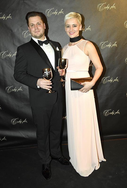 Tomáš Savka s manželkou Zuzanou na Českém plese