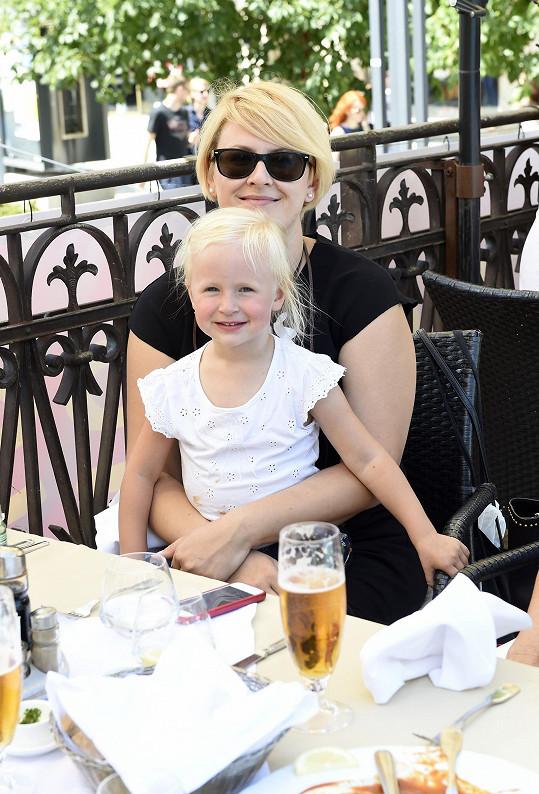 Zpěvačka s dcerou Laurou, která je pro ni vším.