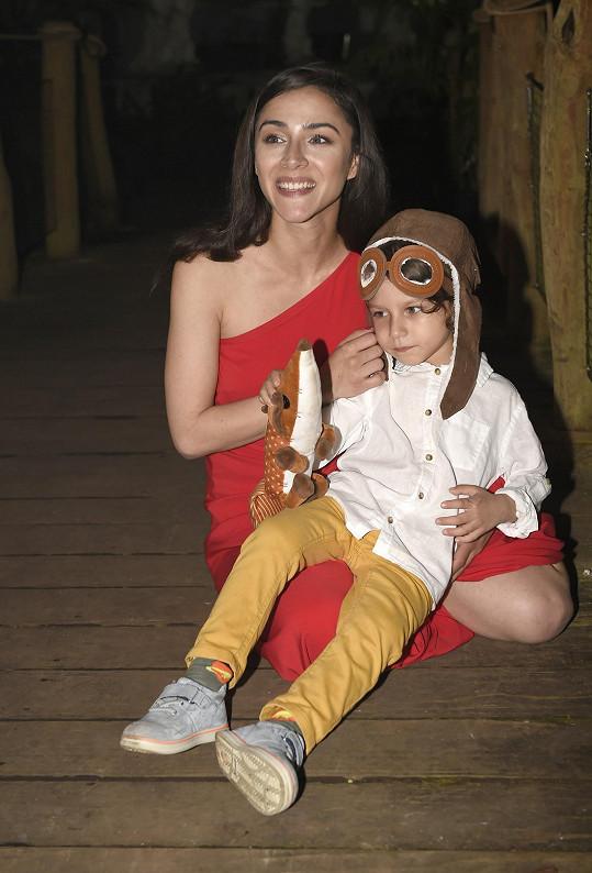 Se synem Nathanielem během natáčení videoklipu k písni Malý princ