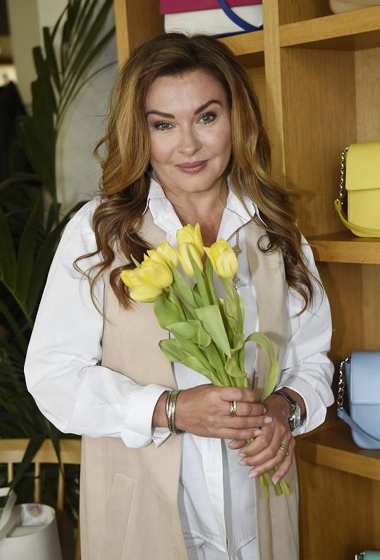 Jaro a Velikonoce má herečka ráda, doma jí nesmí chybět tulipány.