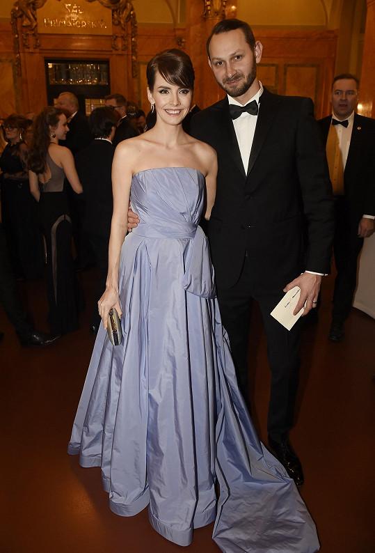 S manželem Filipem očekávají dalšího potomka.
