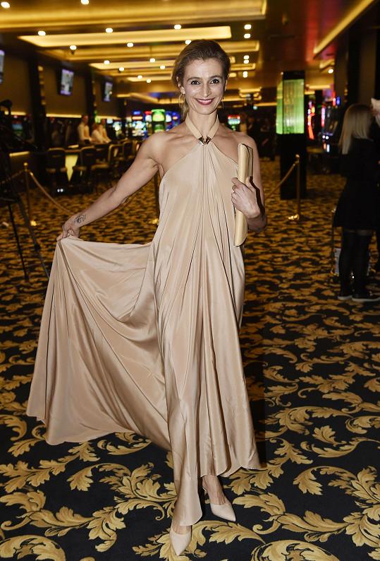 Ivana v modelu od české značky Leeda