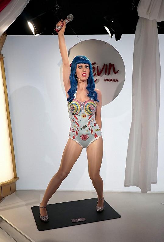 Katy Perry je v Praze. Samozřejmě nehrozí, že by zpěvačka sbalila kufry a odstěhoval se do střední Evropy, nicméně její vosková figurína našla své místo v pražském muzeu Grévin.