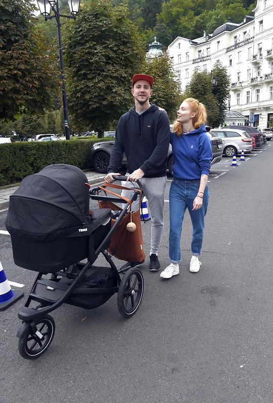 Jakub Štáfek přijel s filmem Vyšehrad a vyvezl i snoubenku a malou dceru.