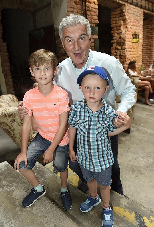Michal Nesvadba se synem a vnukem