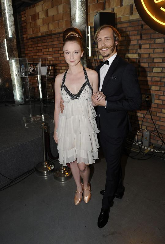 Marie a Marek jsou herci, a tak na tanečním parketě zahrají jistě pořádné divadlo.